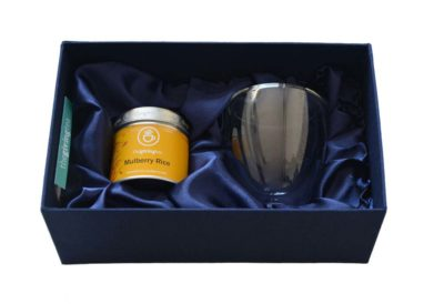 Tea gift set in silk box. 1 tea tin and 1 double glass.